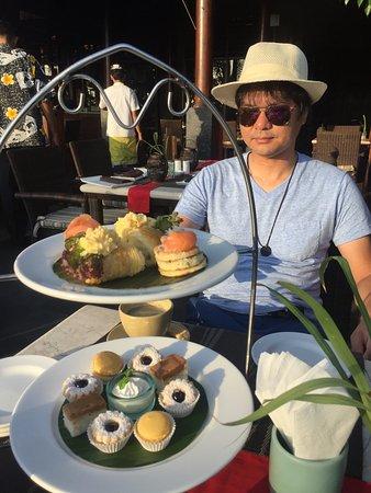 Legian Beach Hotel: レストラン、プールサイド、朝食、ハイティ