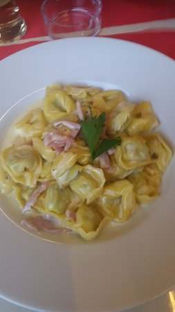 Sursee, Swiss: Tortelini mit Schinken an einer Rahmsauce