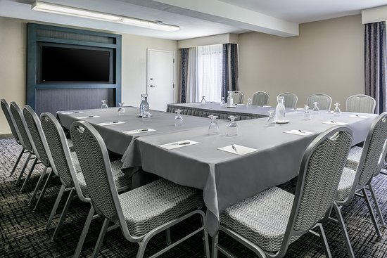 Hampton Inn Iowa City / Coralville : Hampton Inn Coralville Business Meeting