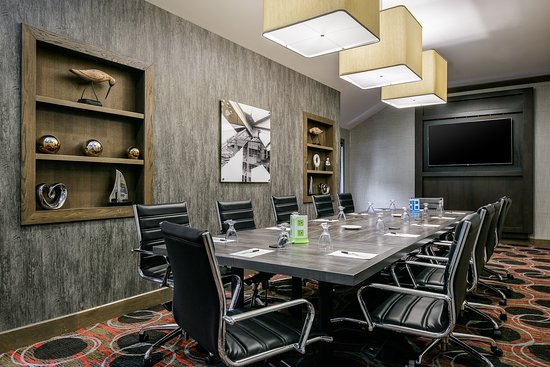 Hampton Inn Iowa City / Coralville : Hampton Inn Boardroom