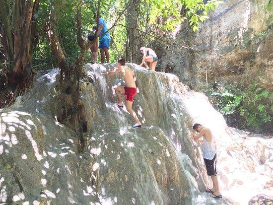 Aguinid Falls: photo0.jpg