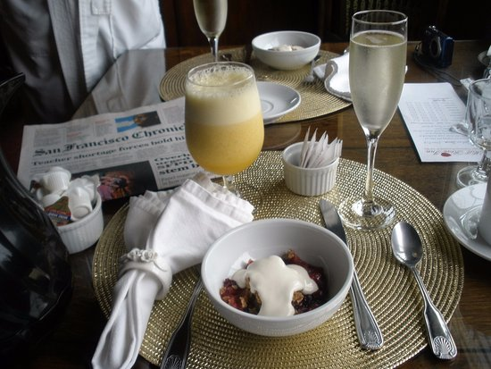 Mill Rose Inn: Newspaper at front door, then breakfast delivered