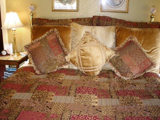 Mill Rose Inn: bedroom, very comfortable