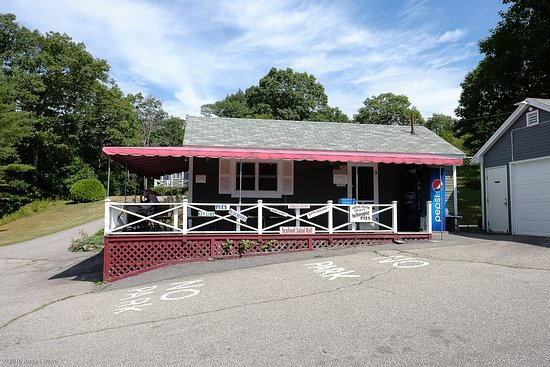 Phil's Route 27 Lobster Shop: From the parking lot