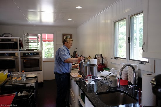 Phil's Route 27 Lobster Shop: Mike in his brand new kitchen