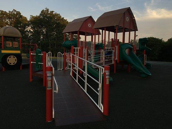 Fairport, NY: Egypt Park - more gym gear