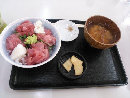 Goshogawara, Japan: マグロを中心に揃えた「のっけ丼」