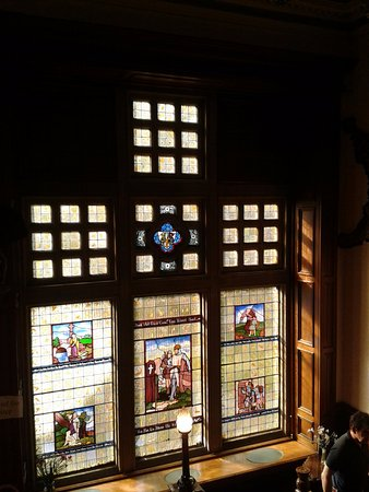 The Rosely Country House Hotel: Stained glass window on staircase