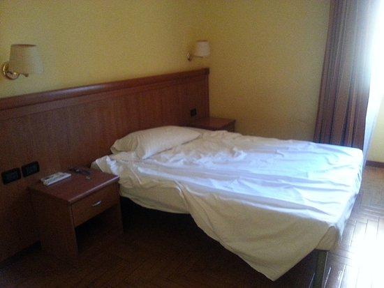 Hotel Lella: Camera al terzo piano