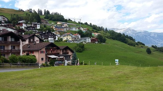 Falera, Suiza: Hotel from Parking Lot!