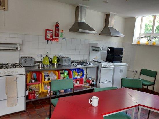 Newport -Trefdraeth, UK: Kitchen 3