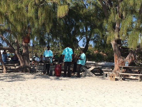 George Town, Great Exuma: Chat 'N' Chill