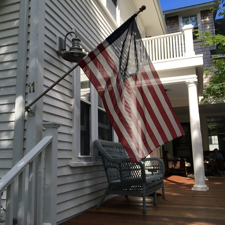North Haven, Μέιν: The back porch; afternoon tea and cookies served in parlor just inside