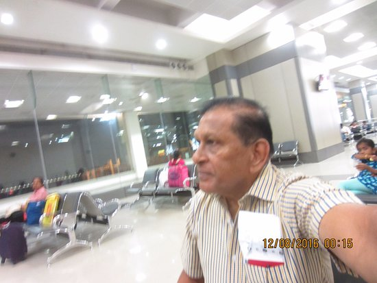 Nedumbassery, Indien: Waiting at the lounge for returning flight