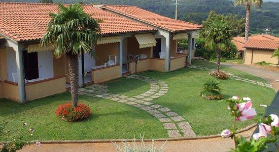 Magazzini, إيطاليا: tutti gli appartamenti a piano terra con molto verde