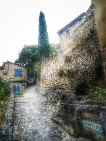 Provence, Fransa: Aufgang zum Chateau