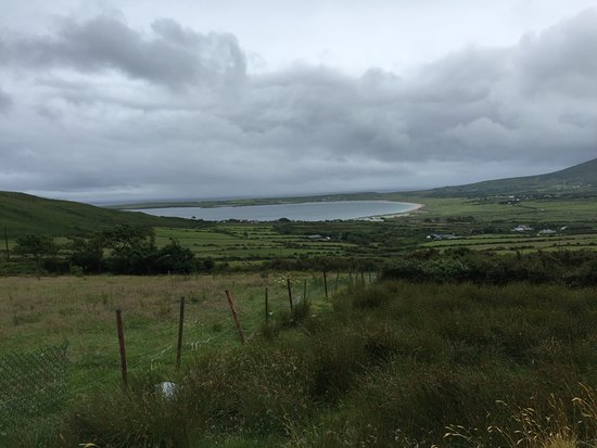 Ventry, Irlanda: Our view from the top of the hill