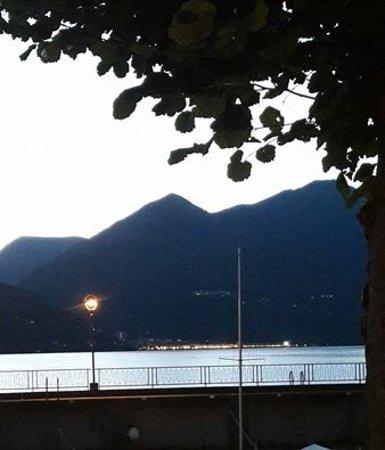 Maccagno, Italia: vue du lac majeur de notre table