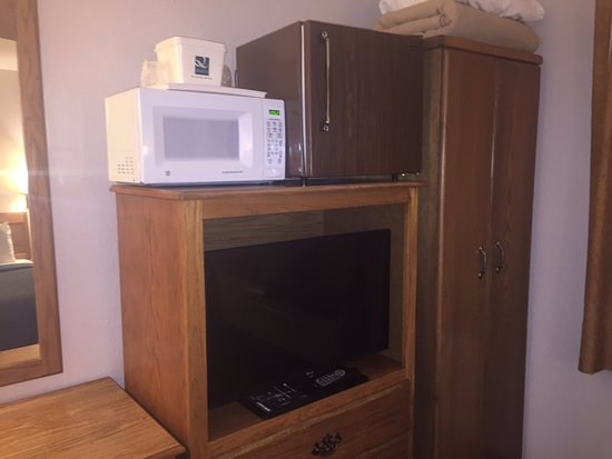 Goldendale, WA: TV, FRIDGE AND MICROWAVE