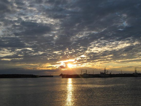 The Harbour Quarters Inn: Sunset over Bonavista Harbour. Heavenly!