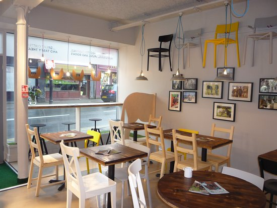 Otley, UK: Seating area
