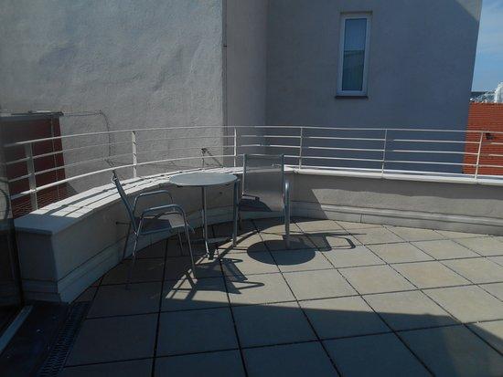Hotel Konig Von Ungarn: L'une des deux terrasses