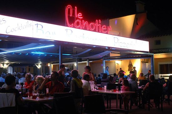 Aude, Francia: Canotier by night