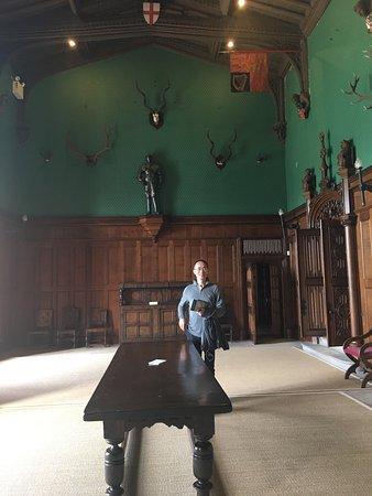 Ravenshead, UK: 文学巨匠之旅 阳光明媚的下午参加house的 tour:拜伦的书房 更衣室 卧室 那把床头的左轮手枪 7岁的拜伦照片 妻子的照片 以及妻子带着儿子的离去故事 总是联想唐璜诗中的蛛丝马迹 草坪上