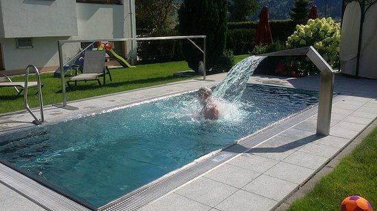 Kaltenbach, Österreich: piscine inox chauffée 28°