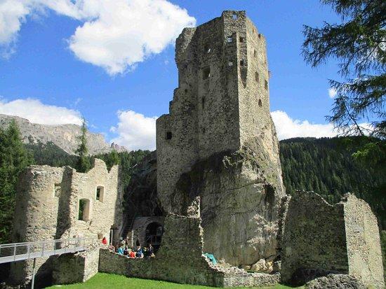 Livinallongo del Col di Lana, Italie : Vista del castello