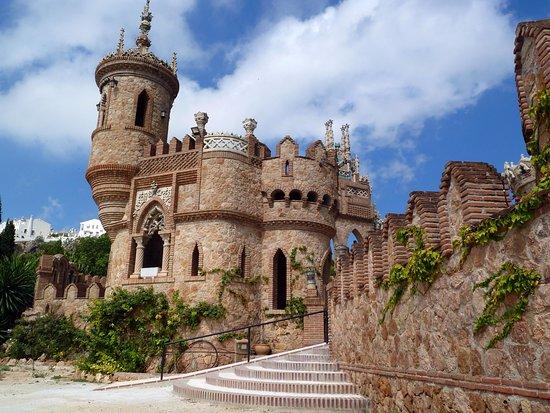 Castillo de Colomares: Colomares on a perfect day.