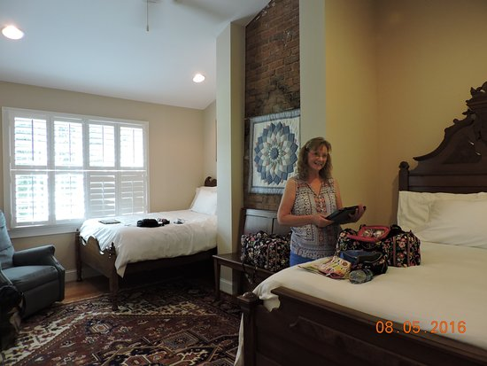Athens, GA: Our room, well appointed - The Colonels B&B