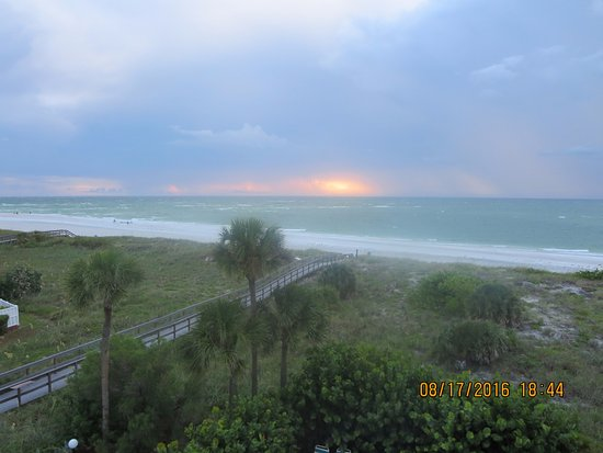 Sand Pebble Resort: Gulf view from room 303-1
