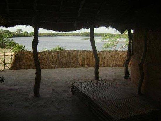 Fatick Region, Senegal: CASE VI P SUR L ILE DE SYPO PAR TOUBACOUTA 5 MINUTES EN PIROGUE.22.600.PENSION COMPLETE+2 ECURTI