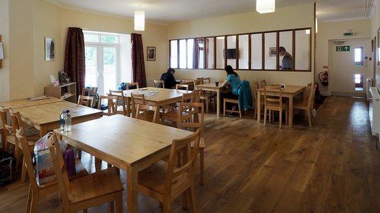 La sala da pranzo con al fondo il salottino (troppo piccolo). La ...