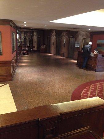 Las Naciones Hotel: Recepción y ascesores