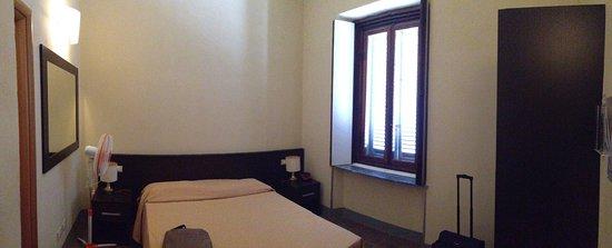 Villa Montarioso : camera da letto