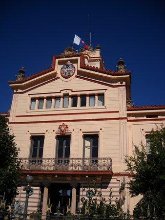 Olivella, Spanje: palau novella o monasterio budista