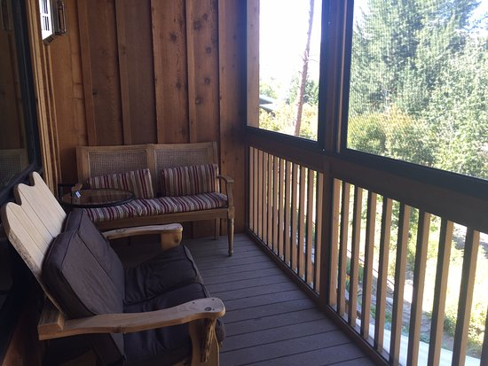 Twisp, วอชิงตัน: Back porch with sliding screen doors