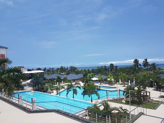 Sekondi-Takoradi, Ghana: Day and night at Ghana's best hotel view by a mile...both stunning and relaxed.