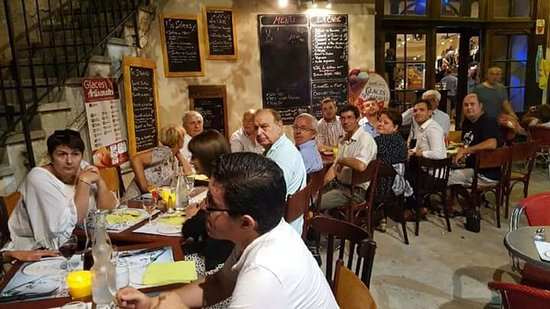 Mazan, France : Groupe d'amis
