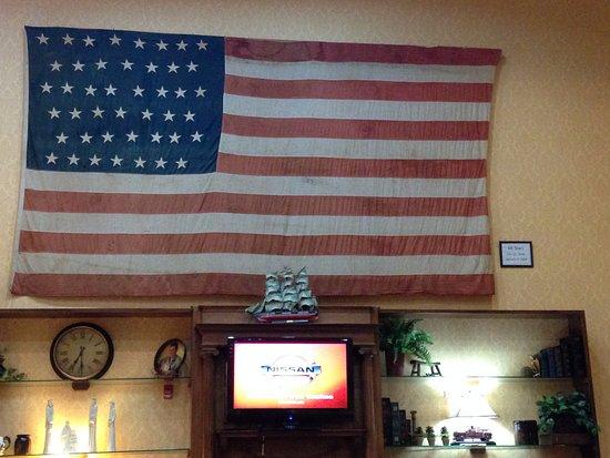 West Memphis, AR: Lobby Flag
