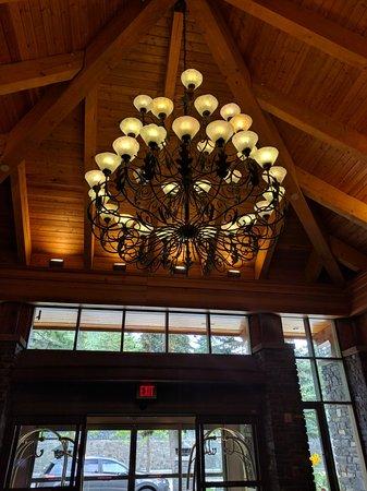 Delta Banff Royal Canadian Lodge: IMG_20160822_065746_large.jpg