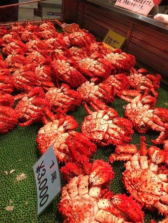 Kushiro, Japan: 店舖可替客人將選購的海鮮蒸煮, 在市場內享用.