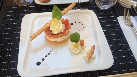 Calvisson, Франция: Lasagne au saumon et crème fouettée délicieux !