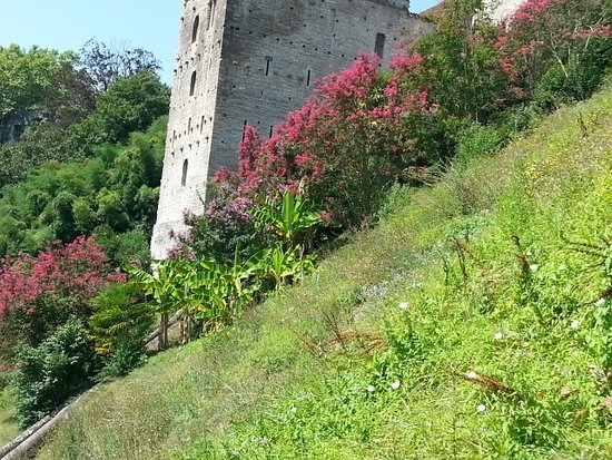 Sauveterre-de-Bearn, France: extérieur de la tour