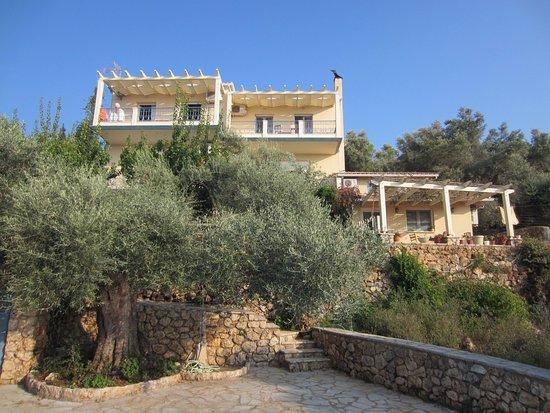 Tsoukaladhes, Yunani: villa elenia