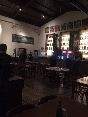 Marilia, SP: ambiente do bar, logo na entrada
