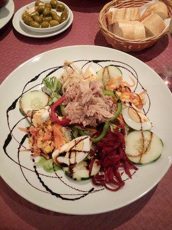 Hostal Jeni: Las ensaladas están tremendas!