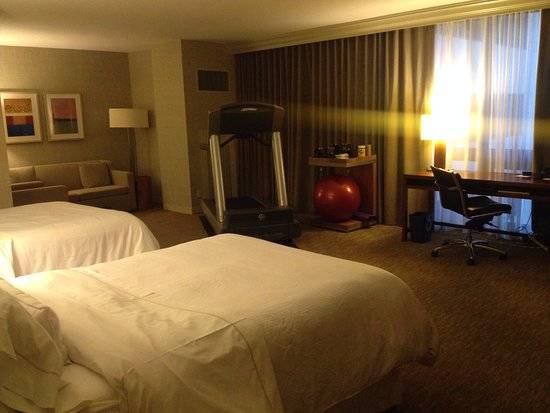 The Westin Cincinnati: Spacious room